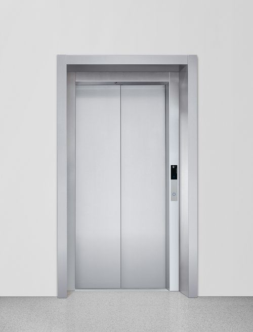Shaft door with wall connection T1 and wall surround M1
