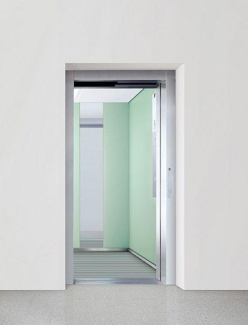 Cabin door and shaft door with wall connection T1, open