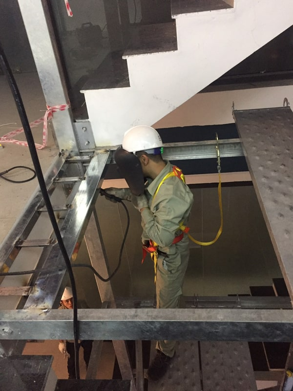 Quy trình lắp đặt thang máy và đội ngũ thi công